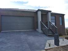 House - 2 Cromarty Circuit, Bacchus Marsh 3340, VIC