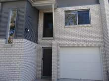 Townhouse - 1/8A Short Street, Ipswich 4305, QLD