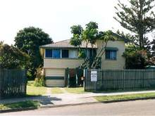 House - 20 Beach Road, Hervey Bay 4655, QLD