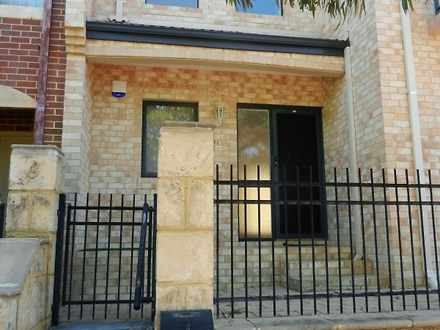 Townhouse - 471 Lakeside Dr...