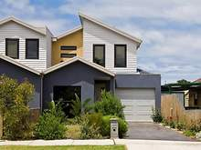 Townhouse - 211A Woods Street, Newport 3015, VIC