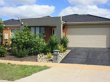 House - 105 Swamphen Drive, Williams Landing 3027, VIC