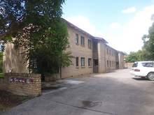 House - 4/104 Douglas Stree...