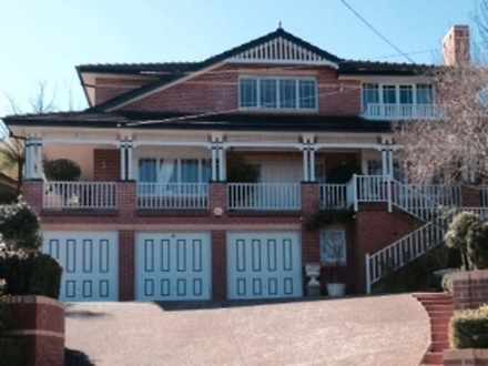 House - 52 Wentworth Avenue...