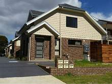 Townhouse - 2/174 Canberra ...