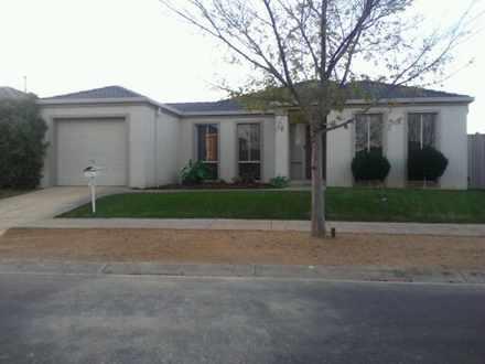 House - 32 Strickland Cresc...