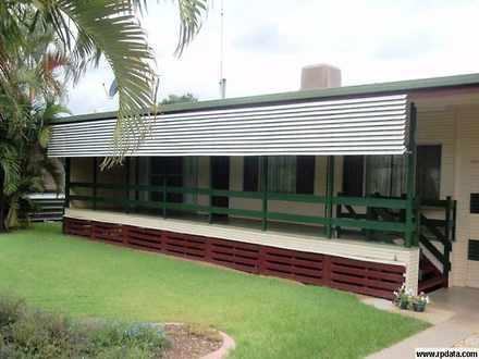 House - 10 Hamilton, Moura ...