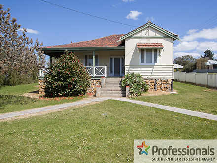 House - * 159 Throssell Str...