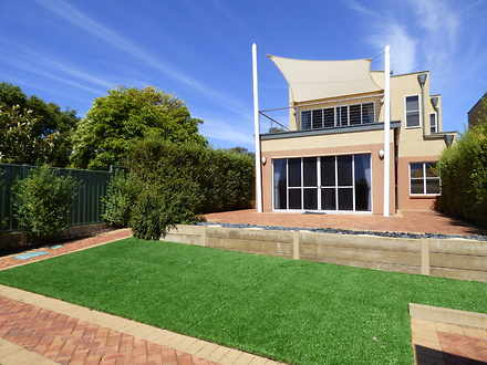 Townhouse - 3/11 Ives Place...