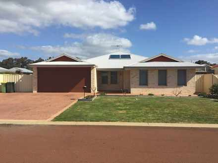 House - 12 Bosworth Bend, W...