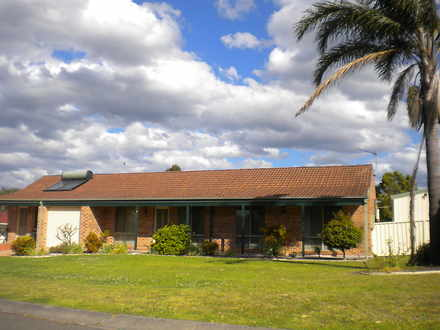 House - 4 Illawarra Circuit...