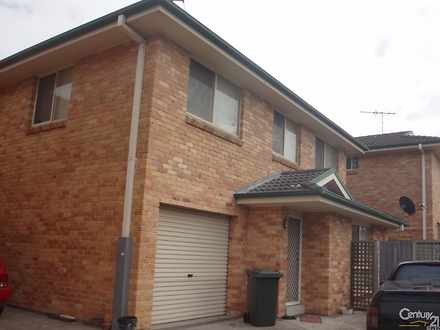 Townhouse - 2/13 Myra Stree...