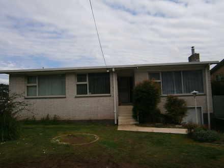 House - 17 Riverview Avenue...