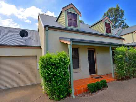 Townhouse - 2/37 Grose Vale...