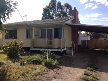 House - 14 Stubbs, Wagin 63...
