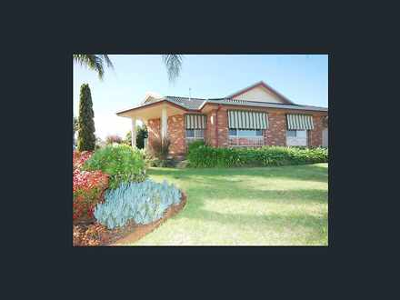 House - 8A Robrick Close, G...