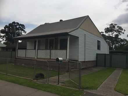 House - 72 Riverstone Parad...