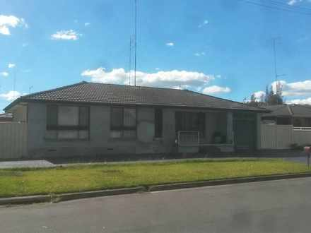 House - 1 Apsley Court, Cra...