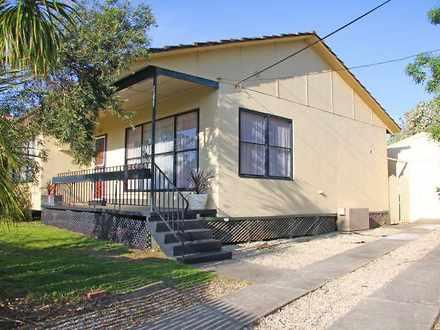House - 19 Silvertop Street...