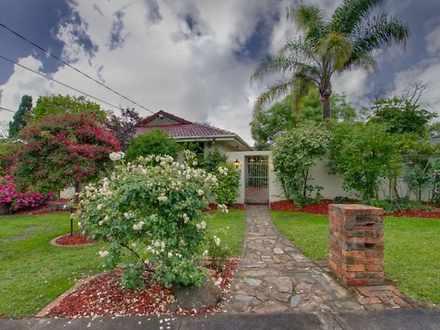 House - 10 Pinewood Drive, ...