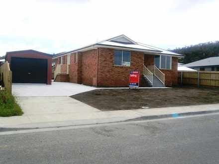 House - 18 Cavenor Drive, O...
