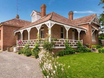 House - 10 Throsby Street, ...