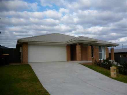 House - 37 Manooka Drive, C...