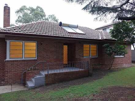 House - .32 Macquarie Stree...