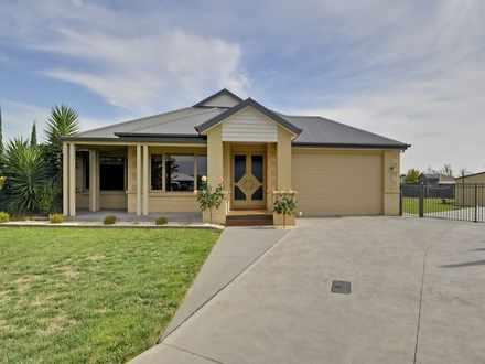 House - 10 Kangaroo Grass R...