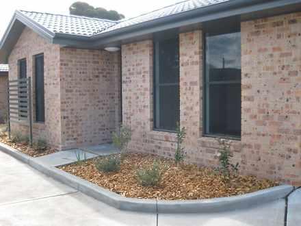 House - 2/439 Wollombi Road...