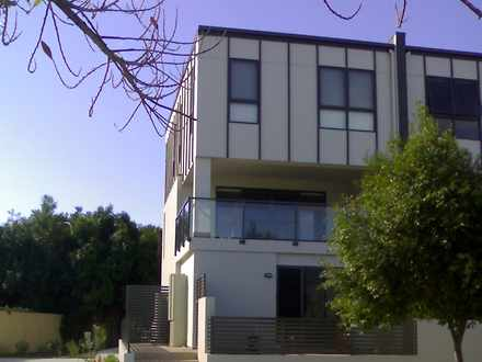 Townhouse - 9/61 East Quay,...