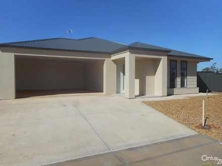 House - 15 Riordan Grove, P...