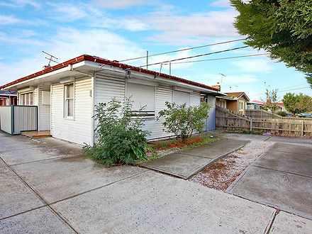 House - 1/104 Churchill Ave...
