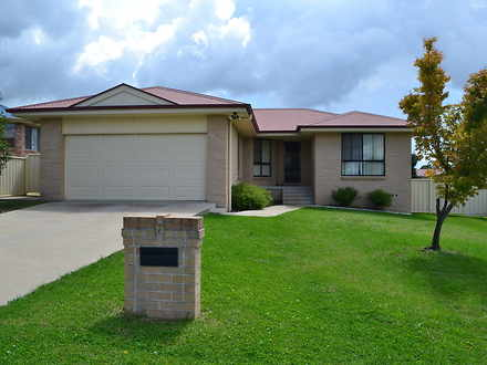 House - 7 Crestview Place, ...