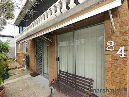Flat - 24 Calverton Close, ...