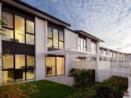 Townhouse - Hotham Drive, P...