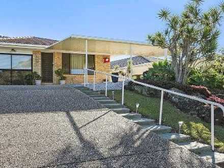 Semi_detached - Burleigh Wa...