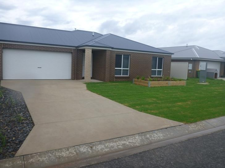 Townhouse - 8 Hastings Way,...