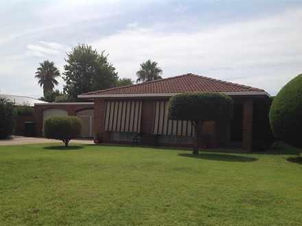 House - 18 Warrambool Cresc...
