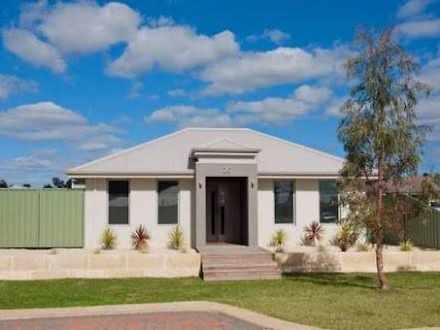 House - Olearia Crescent, M...