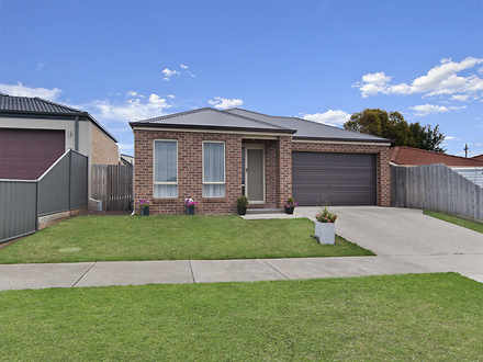 House - 15 Saywell Court, W...