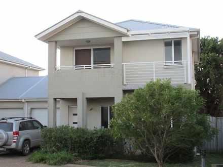 House - 8/103 Deering Stree...