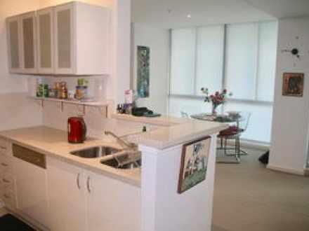 Apartment - 1 Como Crescent...