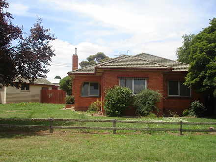 House - 4 Sale Road, Maffra...