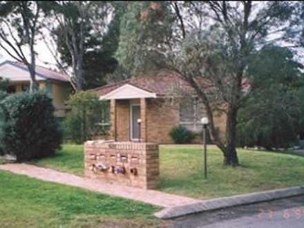 Townhouse - 1/624 Macquarie...