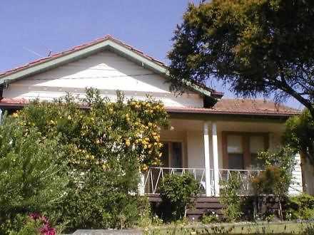 House - 4 Lynden Street, Ca...
