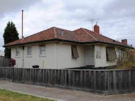 House - 10 Robin Avenue, No...