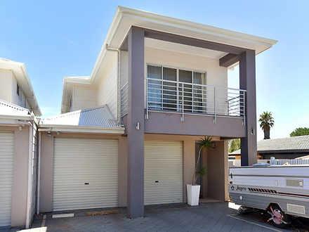 House - 27 Macquarie Street...