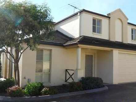 Townhouse - 1/344 Macquarie...