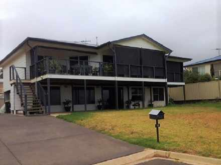 House - 18  Bay View, Selli...